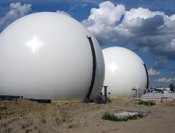 Example of an external biogas holder to store natural gas and enable the power plant to meet fluctuating demand.